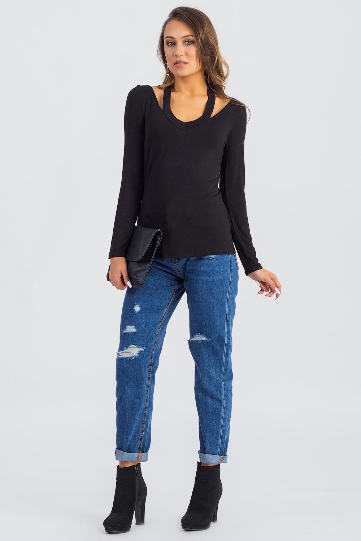 ЛонгсливЛонгсливы<br>Лонгсливы можно по праву отнести в разряд универсальной одежды. Их можно носить с брюками и шортами, с джинсами и юбками.  Лонгслив полуприлегающего силуэта. V-образная горловина с декоративной планкой. Рукав втачной, длинный. Цвет: черный.  Длина рукава - 60 ± 1 см  Рост девушки-фотомодели 168 см  Длина изделия (от 7 шейного позвонка) - 60 ± 2 см<br><br>Горловина: V- горловина<br>По материалу: Вискоза,Трикотаж<br>По рисунку: Однотонные<br>По сезону: Весна,Зима,Осень<br>По силуэту: Полуприталенные,Приталенные<br>По стилю: Кэжуал,Молодежный стиль,Повседневный стиль<br>По элементам: С вырезом,С декором<br>Рукав: Длинный рукав<br>Размер : 42,44,50<br>Материал: Вискоза<br>Количество в наличии: 8