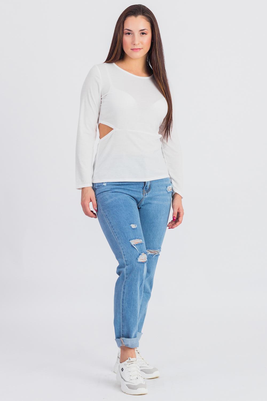 ЛонгсливЛонгсливы<br>Лонгсливы можно по праву отнести в разряд универсальной одежды. Их можно носить с брюками и шортами, с джинсами и юбками.  Лонгслив приталенного силуэта, отрезной по линии талии с фигурными вырезами по бокам. Горловина окантована. Рукав втачной, длинный. Цвет: белый.  Длина рукава - 60 ± 1 см  Рост девушки-фотомодели 173 см  Длина изделия - 57 ± 2 см<br><br>Горловина: С- горловина<br>По материалу: Вискоза,Трикотаж<br>По рисунку: Однотонные<br>По сезону: Весна,Всесезон,Зима,Лето,Осень<br>По силуэту: Приталенные<br>По стилю: Кэжуал,Молодежный стиль,Повседневный стиль<br>По элементам: С декором<br>Рукав: Длинный рукав<br>Размер : 44,46,48,50,52<br>Материал: Вискоза<br>Количество в наличии: 8