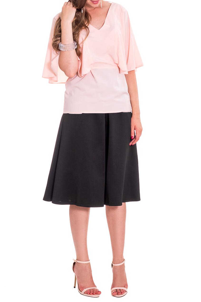 БлузкаБлузки<br>Повседневно - нарядные блузки идеально подходят как для романтичных встреч, так и для походов в кафе с Вашими подругами. Изделие выполнено из струящегося шифона, который прекрасно садится по любой фигуре.   Блузка свободного кроя, отрезная по линии талии с завязками. На передней части изделия рельефы, в которые втачены воланы-рукава. Горловина обработана обтачкой. Рукав quot;крылышкоquot;.  Цвет: персик.  Длина рукава (от конечной плечевой точки) - 30 ± 1 см  Рост девушки-фотомодели 170 см  Длина изделия (от 7-го шейного позвонка) - 64 ± 2 см  При создании образа, который Вы видите на фотографии, также была использована стильная юбка арт. U1516. Для просмотра модели введите артикул в строке поиска.<br><br>Горловина: V- горловина<br>По материалу: Шифон<br>По рисунку: Однотонные<br>По сезону: Весна,Зима,Лето,Осень,Всесезон<br>По силуэту: Свободные<br>По стилю: Летний стиль,Молодежный стиль,Повседневный стиль,Романтический стиль,Ультрамодный стиль<br>По элементам: С вырезом,С декором,С открытой спиной<br>Рукав: До локтя<br>Размер : 42,46<br>Материал: Плательно-блузочная ткань<br>Количество в наличии: 2