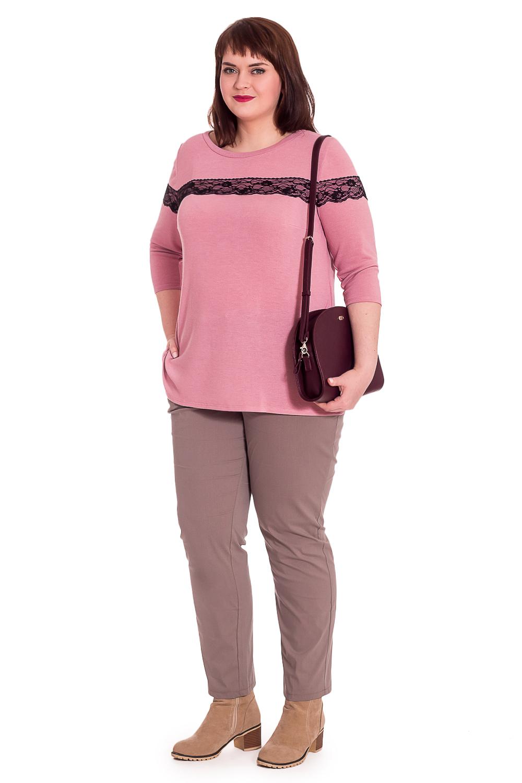 БлузкаБлузки<br>Классическая женская блузка - это универсальный предмет одежды, в котором можно пойти как на работу, так и на свидание.  Джемпер прямого силуэта с отделкой кружевом на передней части изделия и рукавах. На спинке средний шов. Разрезы по боковым швам. Горловина обработана бейкой. Рукав втачной, 3/4.  Цвет: серо-розовый.  Длина рукава - 44 ± 1 см   Рост девушки-фотомодели 176 см  Длина изделия - 68 ± 2 см<br><br>Горловина: С- горловина<br>По материалу: Гипюр,Трикотаж<br>По рисунку: Однотонные<br>По сезону: Весна,Зима,Лето,Осень,Всесезон<br>По стилю: Повседневный стиль,Романтический стиль<br>По элементам: С декором<br>Рукав: Рукав три четверти<br>По силуэту: Приталенные<br>Размер : 56,58,60,62,64,66<br>Материал: Трикотаж + Гипюр<br>Количество в наличии: 47