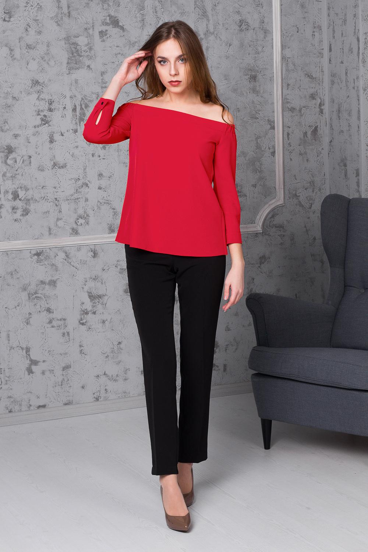 БлузкаБлузки<br>Чувственный тренд - свободная блуза с открытыми плечами. Этот вариант будет идеальным решением, если у вас на вечер запланирован ужин или романтическое свидание.  Блуза свободного кроя с открытыми плечами. По обтачке верха рукава вставлена резинка. Рукав укороченный с притачной манжетой и застежкой на пуговицу.  Цвет: красный.  Длина рукава (от верхнего среза) - 43 ± 1 см  Рост девушки-фотомодели 170 см  Длина изделия (от верхнего среза) - 52 ± 2 см<br><br>Горловина: Без бретелей,Лодочка<br>По материалу: Блузочная ткань,Тканевые<br>По рисунку: Однотонные<br>По сезону: Весна,Зима,Лето,Осень,Всесезон<br>По силуэту: Свободные<br>По стилю: Молодежный стиль,Повседневный стиль,Ультрамодный стиль<br>По элементам: С декором,С манжетами,С отделочной фурнитурой<br>Рукав: Рукав три четверти<br>Размер : 42<br>Материал: Блузочная ткань<br>Количество в наличии: 1