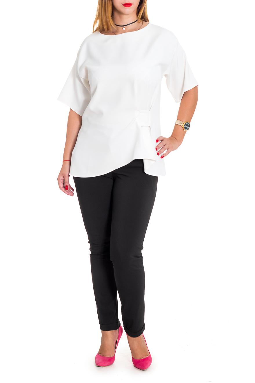 БлузкаБлузки<br>Элегантная блузка из струящегося материала однотонной расцветки станет лучшим предложением для современных женщин.   Блузка свободного кроя с асимметричным декором. На спинке средний шов. Горловина обработана обтачкой. Рукав рубашечный, до локтя, со спущенной линией плеча.  Цвет: белый.  Длина рукава - 32 ± 1 см  Рост девушки-фотомодели 165 см  Длина изделия - 68 ± 2 см<br><br>Горловина: С- горловина<br>По материалу: Блузочная ткань<br>По образу: Город,Офис,Свидание<br>По рисунку: Однотонные<br>По сезону: Весна,Зима,Лето,Осень,Всесезон<br>По силуэту: Свободные<br>По стилю: Кэжуал,Офисный стиль,Повседневный стиль,Романтический стиль,Ультрамодный стиль<br>По элементам: С декором,С фигурным низом<br>Рукав: До локтя<br>Размер : 48,50,52,54,56,58<br>Материал: Блузочная ткань<br>Количество в наличии: 22