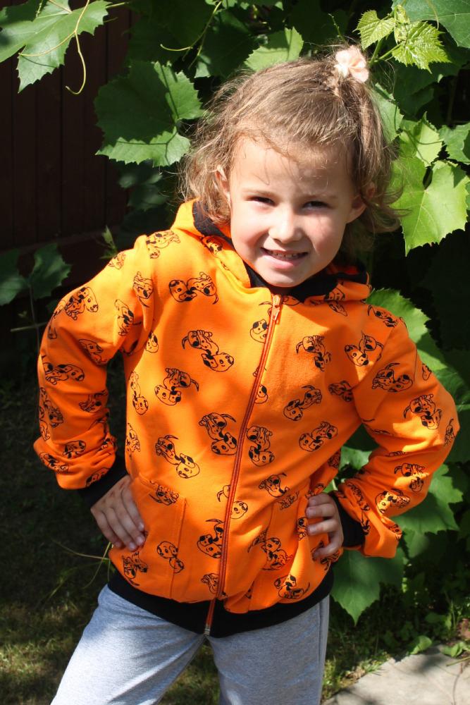 ТолстовкаТолстовки<br>Детская толстовка с длинными рукавами и капюшоном.  В изделии использованы цвета: оранжевый, черный. Размер 134 соответствует росту 129-134 см Размер 140 соответствует росту 135-140 см Размер 146 соответствует росту 141-146 см<br><br>Горловина: Капюшон<br>По возрасту: Школьные ( от 7 до 13 лет)<br>По материалу: Трикотажные,Хлопковые<br>По образу: Повседневные,Спорт,Уличные<br>По рисунку: Мультипликация,С принтом (печатью),Цветные<br>По сезону: Зима,Осень,Весна<br>По силуэту: Полуприталенные<br>По стилю: Спортивные,Теплые<br>По элементам: С декором,С карманами,С молнией,На резинке<br>Рукав: Длинный рукав,С манжетами<br>Размер : 140<br>Материал: Хлопок<br>Количество в наличии: 1