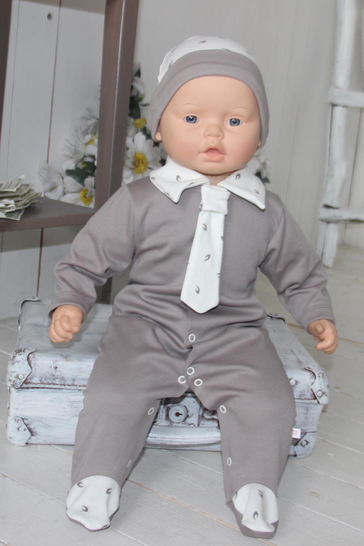 КомбинезонКомбинезончики<br>Трикотажный комбинезон с имитацией галстука.  В изделии использованы цвета: светло-коричневый, белый.  Размер соответствует росту ребенка.<br><br>По сезону: Всесезон<br>Размер : 56,62,68<br>Материал: Трикотаж<br>Количество в наличии: 3
