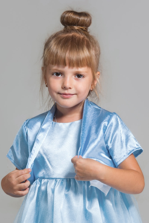 БолероКардиганы<br>Болеро из атласа на подкладке с коротким рукавом. Прекрасное дополнение к любому платью.  Отлично сочетается с платьем SD(31)-EEK. Для поиска модели вбейте артикул в строку поиска.  В изделии использованы цвета: голубой  Размер 74 соответствует росту 70-73 см Размер 80 соответствует росту 74-80 см Размер 86 соответствует росту 81-86 см Размер 92 соответствует росту 87-92 см Размер 98 соответствует росту 93-98 см Размер 104 соответствует росту 98-104 см Размер 110 соответствует росту 105-110 см Размер 116 соответствует росту 111-116 см Размер 122 соответствует росту 117-122 см Размер 128 соответствует росту 123-128 см Размер 134 соответствует росту 129-134 см Размер 140 соответствует росту 135-140 см Размер 146 соответствует росту 141-146 см Размер 152 соответствует росту 147-152 см Размер 158 соответствует росту 153-158 см Размер 164 соответствует росту 159-164 см Размер 170 соответствует росту 165-170 см<br><br>По возрасту: Ясельные ( от 1 до 3 лет),Дошкольные ( от 3 до 7 лет),Школьные ( от 7 до 13 лет)<br>По длине: Короткие<br>По образу: Торжество<br>По рисунку: Однотонные<br>По сезону: Весна,Зима,Лето,Осень,Всесезон<br>По силуэту: Свободные<br>По стилю: Нарядные<br>Рукав: Короткий рукав<br>Размер : 104,116,122,134,140,98<br>Материал: Атлас<br>Количество в наличии: 6