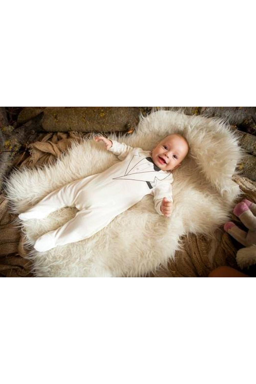 КомбинезонКомбинезончики<br>Хлопковый комбинезон для новорожденного  В изделии  использованы цвета: белый, черный  Размер соответствует росту ребенка<br><br>Горловина: С- горловина<br>По возрасту: Ясельные ( от 1 до 3 лет)<br>По материалу: Хлопковые<br>По образу: Повседневные<br>По рисунку: Однотонные,С принтом (печатью)<br>По сезону: Весна,Зима,Осень,Всесезон<br>По силуэту: Полуприталенные<br>По стилю: Повседневные<br>Размер : 56-62,62-68,68-74,74-80,80-86<br>Материал: Хлопок<br>Количество в наличии: 18