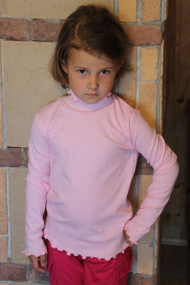 ВодолазкаВодолазки<br>Классическая детская водолазка с длинными рукавами. Цвет: розовый.  Размер 116 соответствует росту 111-116 см Размер 122 соответствует росту 117-122 см Размер 134 соответствует росту 129-134 см Размер 146 соответствует росту 141-146 см<br><br>Воротник: Стойка<br>По материалу: Трикотажные,Хлопковые<br>По образу: Повседневные<br>По рисунку: Однотонные<br>По сезону: Весна,Всесезон,Зима,Осень<br>По стилю: Повседневные<br>По элементам: С воротником,С декором<br>Рукав: Длинный рукав<br>По возрасту: Школьные ( от 7 до 13 лет),Дошкольные ( от 3 до 7 лет)<br>Размер : 134,146<br>Материал: Хлопок<br>Количество в наличии: 2