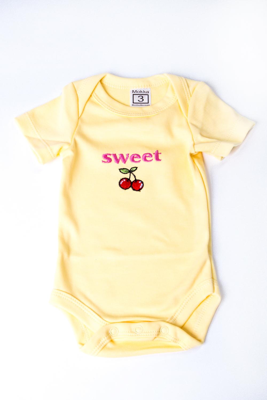 БодиКофточки<br>Хлопковое боди для новорожденного  В изделии использованы цвета: желтый и др.  Размер соответствует росту ребенка.<br><br>По сезону: Всесезон<br>Размер : 62,68,74,80<br>Материал: Хлопок<br>Количество в наличии: 7