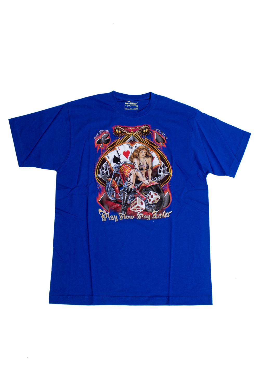 ФутболкаФутболки<br>Качественная мужская футболка пошитая из кулирной пряжи по новой технологии без боковых швов и состоит из 100% хлопка.  В изделии использованы цвета: синий, красный, бежевый  Ростовка изделия 175-180 см<br><br>По сезону: Всесезон<br>Размер : 48<br>Материал: Трикотаж<br>Количество в наличии: 1