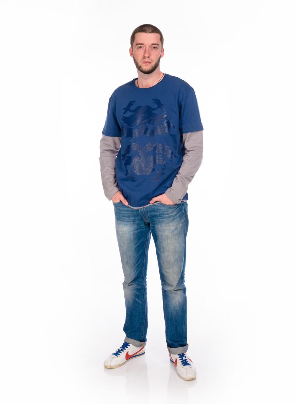ФутболкаДжемперы<br>Молодежный джемпер с длинными рукавами. Модель выполнена из эластичного трикотажа. Отличный выбор для повседневного гардероба.  В изделии использованы цвета: синий, серый  Ростовка изделия 170-176 см.<br><br>По сезону: Осень,Весна<br>Размер : 48<br>Материал: Трикотаж<br>Количество в наличии: 1