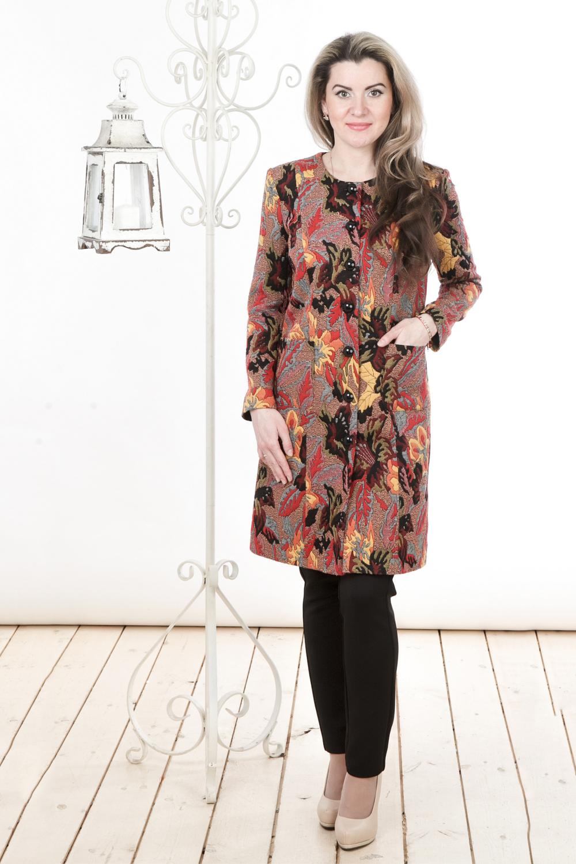 ЖакетЖакеты<br>Удлиненный женский жакет с круглой горловиной и длинными рукавами. Модель выполнена из трикотажа на подкладе. Жакет можно носить как летнее пальто. Отличный вариант для повседневного гардероба.  Цвет: бежевый, мультицвет  Длина изделия: 46 размера - 90 см 48 размера - 91 см 50 размера - 92 см 52 размера - 93 см 54 размера - 94 см 56 размера - 95 см 58 размера - 96 см  Длина рукава 56 см   Рост девушки-фотомодели 163 см<br><br>Горловина: С- горловина<br>Застежка: С пуговицами<br>По материалу: Вискоза,Трикотаж<br>По рисунку: Растительные мотивы,С принтом,Цветные,Цветочные<br>По силуэту: Полуприталенные<br>По стилю: Повседневный стиль<br>По элементам: С карманами<br>Рукав: Длинный рукав<br>По сезону: Осень,Весна<br>По длине: Удлиненные<br>Размер : 44,48,50,58<br>Материал: Трикотаж<br>Количество в наличии: 4