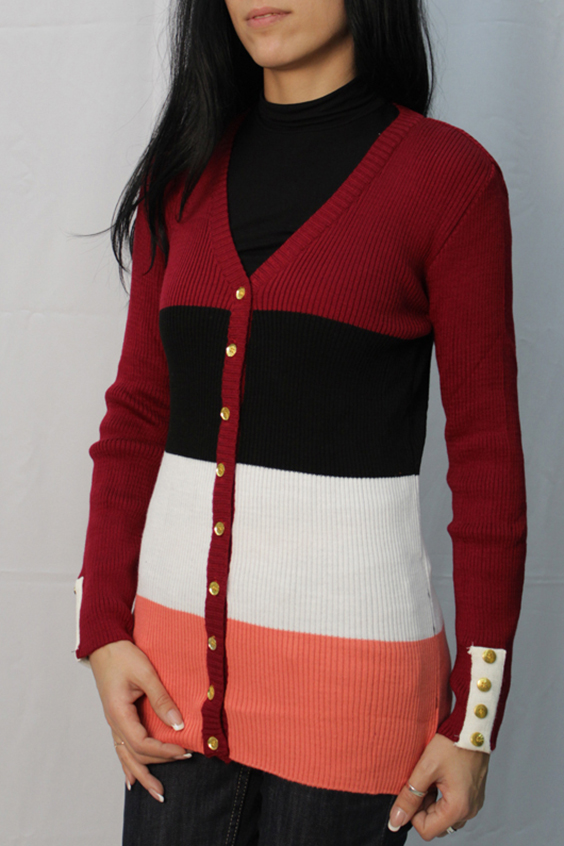 КардиганКардиганы<br>Цветной кардиган с длинными рукавами и застежкой на пуговицы. Вязаный трикотаж - это красота, тепло и комфорт. В вязанной одежде очень легко оставаться женственной и в то же время не замёрзнуть.  Цвет: красный, белый, коралловый, черный  Ростовка изделия 170 см<br><br>Горловина: V- горловина<br>Застежка: С пуговицами<br>По материалу: Вязаные,Трикотаж<br>По образу: Город,Свидание<br>По рисунку: В полоску,Цветные<br>По силуэту: Полуприталенные<br>По стилю: Повседневный стиль<br>По элементам: С декором,С отделочной фурнитурой<br>Рукав: Длинный рукав<br>По сезону: Осень,Весна<br>По длине: До колена<br>Размер : 44<br>Материал: Вязаное полотно<br>Количество в наличии: 1