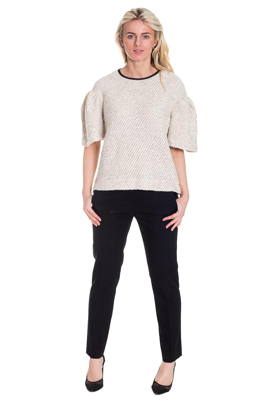 КостюмКостюмы<br>Интересный костюм из приятного трикотажа. Костюм состоит из джемпера и брюк. Отличный выбор для повседневного и делового гардероба.  Цвет: черный, белый  Рост девушки-фотомодели 170 см.<br><br>По образу: Офис,Свидание,Город<br>По стилю: Офисный стиль,Повседневный стиль<br>По материалу: Вискоза,Трикотаж<br>По рисунку: Цветные<br>По сезону: Весна,Осень<br>По силуэту: Полуприталенные<br>По форме: Костюм двойка,Брючные<br>По длине: Макси<br>Рукав: До локтя<br>Горловина: С- горловина<br>Размер: 42,44,46,48<br>Материал: 96% вискоза 4% эластан<br>Количество в наличии: 3