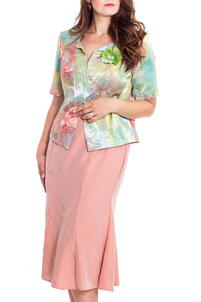 КостюмКостюмы<br>Чудесный костюм состоит из блузки и юбки. Модель выполнена из хлопкового материала. Отличный выбор для эффектного выхода.  В изделии использованы цвета: розовый, зеленый, голубой и др.  Рост девушки-фотомодели 180 см.<br><br>Воротник: Фантазийный<br>По длине: Миди<br>По материалу: Тканевые,Хлопок<br>По образу: Город,Свидание<br>По рисунку: С принтом,Цветные<br>По силуэту: Приталенные<br>По стилю: Повседневный стиль<br>По форме: Костюм двойка,Юбочные<br>По элементам: С декором<br>Рукав: До локтя<br>По сезону: Лето<br>Размер : 52,54,58<br>Материал: Костюмная ткань<br>Количество в наличии: 3