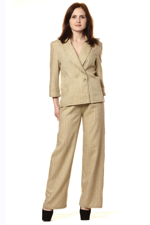 КостюмКостюмы<br>Костюм из двух предметов: блузы и брюк.   Блуза - силуэт полуприлегающий. Рукава - 3/4 на манжете с разрезами. Воротник - шалька. Застежка на две пуговицы. В боковых швах разрезы. Брюки прямые, на резинке. Длина блузы 59см.   Длина брюк 77 см. (по шаговому (внутреннему) шву). Оттенок цвета изделия может отличаться от представленного на фотографии.   Цвет мелкой фурнитуры может отличаться от представленного на фотографии, не ухудшая и не меняя общего дизайна изделия.  Рост девушки-фотомодели 170 см<br><br>По образу: Город,Офис<br>По стилю: Повседневный стиль,Винтаж,Классический стиль,Кэжуал,Офисный стиль<br>По материалу: Хлопок<br>По рисунку: Однотонные<br>По сезону: Весна,Лето,Осень<br>По силуэту: Полуприталенные<br>По элементам: С декором,С манжетами,С воротником,С вырезом<br>По форме: Брючные,Костюм двойка<br>По длине: Макси<br>Воротник: Отложной,Шалька<br>Рукав: Рукав три четверти<br>Горловина: V- горловина,Запах<br>Размер: 46,48,52<br>Материал: 50% хлопок 50% полиэстер<br>Количество в наличии: 1