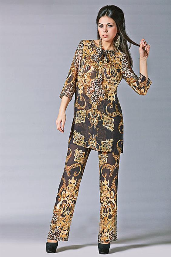 КостюмКостюмы<br>Женский костюм состоит из туники и брюк. Модель выполнена из воздушного шифона. Отличный выбор для любого торжества.Цвет: бежевый, коричневыйРостовка изделия 170 см.<br><br>Горловина: С- горловина<br>Рукав: Рукав три четверти<br>Длина: Макси<br>Материал: Тканевые,Шифон<br>Рисунок: Абстракция,Цветные<br>Сезон: Лето<br>Силуэт: Свободные<br>Стиль: Повседневный стиль<br>Форма: Брючный костюм,Костюм двойка<br>Размер : 44,46,50<br>Материал: Шифон<br>Количество в наличии: 6