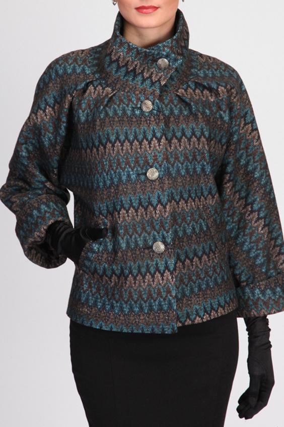 ПальтоПальто<br>Эффектное женское полупальто с цельнокроенным рукавом летучая мышь. Воротник - высокая стойка. На полочке прорезные камары-листочки. Длину рукава можно регулировать за счет отворота. Модный принт ткани.  Подклад пальто выполнен из ткани составом 100% вискоза.  Пальто отлично смотрится с высокими перчатками.  Цвет: голубой, коричневый, бежевый  Ростовка изделия 170 см.<br><br>Воротник: Стойка<br>Застежка: С пуговицами<br>По длине: Короткие<br>По материалу: Вискоза,Пальтовая ткань<br>По рисунку: В полоску,С принтом,Цветные<br>По сезону: Весна,Осень<br>По силуэту: Свободные<br>По стилю: Повседневный стиль<br>По элементам: С карманами<br>Рукав: Рукав три четверти<br>Размер : 42<br>Материал: Пальтовая ткань<br>Количество в наличии: 2