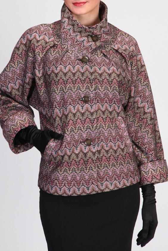 ПальтоПальто<br>Эффектное женское полупальто с цельнокроенным рукавом летучая мышь. Воротник - высокая стойка. На полочке прорезные камары-листочки. Длину рукава можно регулировать за счет отворота. Модный принт ткани.  Подклад пальто выполнен из ткани составом 100% вискоза.  Пальто отлично смотрится с высокими перчатками.  Цвет: розовый, коричневый, бежевый  Ростовка изделия 170 см.<br><br>Воротник: Стойка<br>Застежка: С пуговицами<br>По длине: Короткие<br>По материалу: Вискоза,Пальтовая ткань<br>По рисунку: В полоску,С принтом,Цветные,Абстракция<br>По сезону: Весна,Осень<br>По силуэту: Свободные<br>По стилю: Повседневный стиль<br>По элементам: С карманами<br>Рукав: Рукав три четверти<br>Размер : 42,44<br>Материал: Пальтовая ткань<br>Количество в наличии: 3