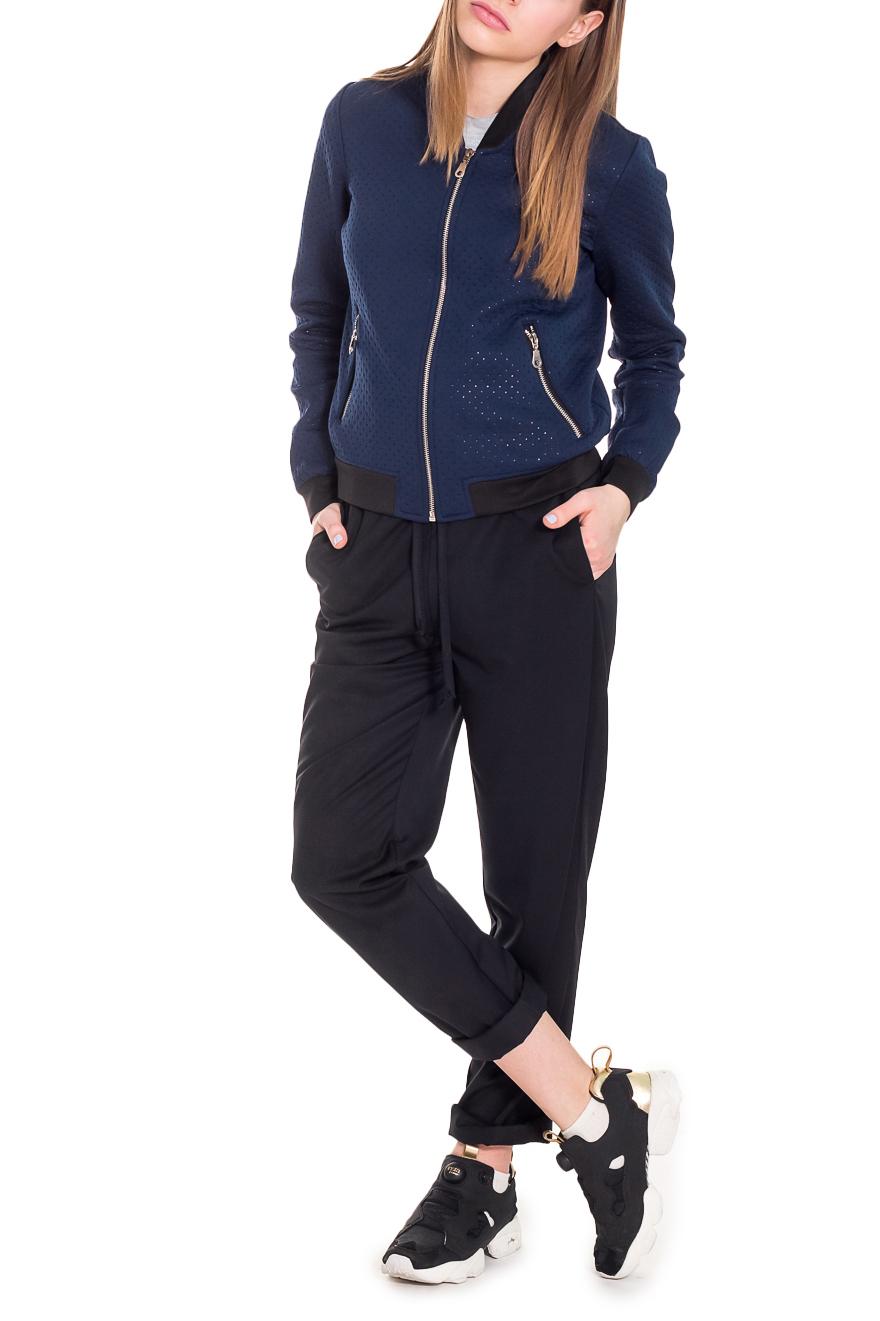 БомберТолстовки<br>Модная женская куртка - толстовка Бомбер - это удобная и практичная модель, выполненная из фактурного трикотажа. Изделие станет дополнением к Вашему стильному образу.  Бомбер прямого силуэта с центральной застежкой на молнию. На передней части изделия карманы с застежкой на молнию. Воротник стойка. Рукав втачной, длинный, с притачной манжетой по низу.  Цвет: синий, черный.  Длина рукава - 60 ± 1 см  Рост девушки-фотомодели 168 см  Длина изделия - 55 ± 2 см<br><br>Воротник: Стойка<br>Горловина: V- горловина<br>Застежка: С молнией<br>По материалу: Трикотаж<br>По образу: Город,Спорт<br>По рисунку: Фактурный рисунок,Цветные<br>По силуэту: Прямые<br>По стилю: Байкерский стиль,Кэжуал,Молодежный стиль,Повседневный стиль,Спортивный стиль,Ультрамодный стиль<br>По элементам: С воротником,С декором,С карманами,С манжетами,С отделочной фурнитурой<br>Рукав: Длинный рукав<br>По сезону: Осень,Весна<br>Размер : 40,42,44,46,48,50,52<br>Материал: Трикотаж<br>Количество в наличии: 22