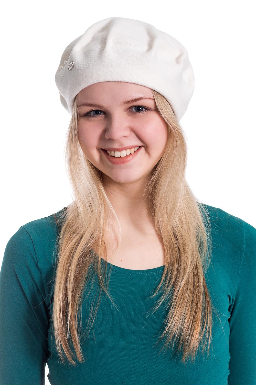 БеретБереты<br>Берет с защипами и бусинами защитит Вас от непогоды и станет прекрасным дополнением Вашего образа.  В изделии использованы цвета: белый  Размер universal (56-58) равен обхвату головы в сантиметрах  Обхват головы измеряется по лобной части над уровнем бровей (на 2-3 сантиметра выше) и по самой выпуклой затылочной части.<br><br>По сезону: Осень,Весна<br>Размер : universal<br>Материал: Вязаное полотно<br>Количество в наличии: 2