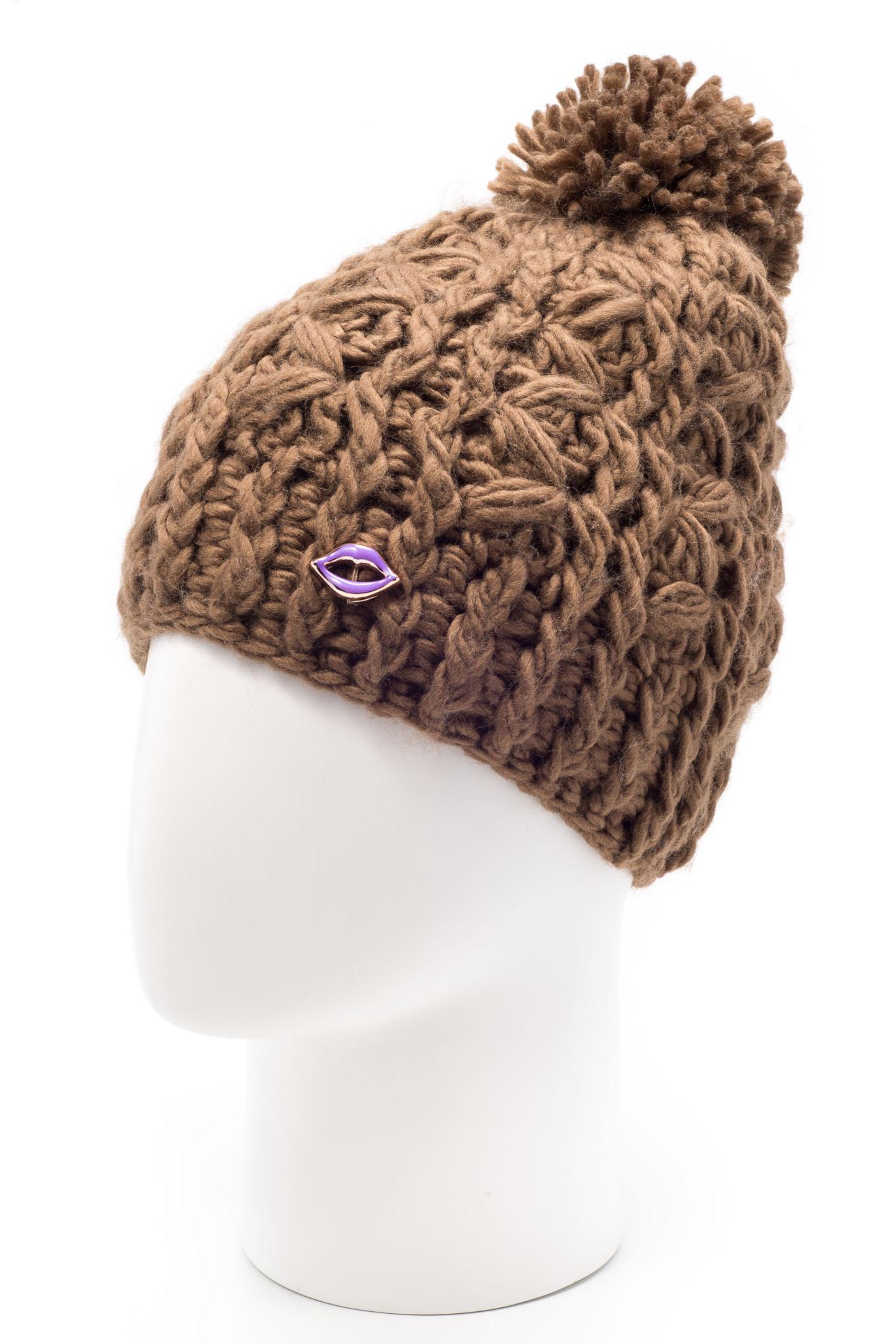 ШапкаШапки<br>Стильная шапка с помпоном защитит Вас от непогоды и станет прекрасным дополнением Вашего образа.  В изделии использованы цвета: бежевый<br><br>По материалу: Вязаные<br>По рисунку: Однотонные<br>По элементам: С декором<br>По сезону: Зима<br>Размер : universal<br>Материал: Вязаное полотно<br>Количество в наличии: 1
