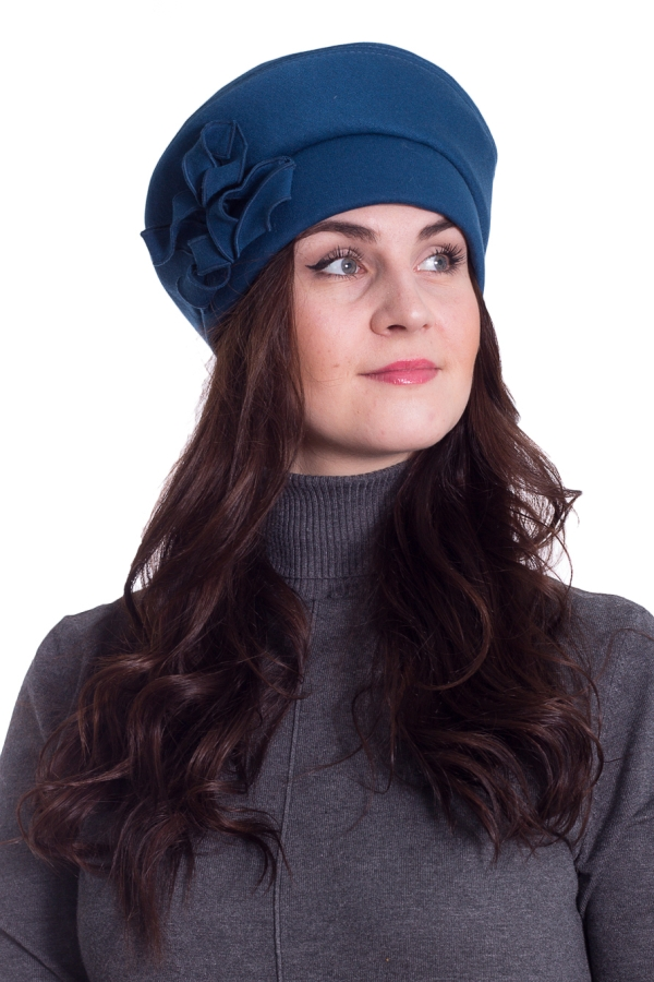 БеретБереты<br>Красивый берет на флисовом подкладе защитит Вас от непогоды и станет прекрасным дополнением Вашего образа.  Цвет: синий  Размер universal (56-58) равен обхвату головы в сантиметрах  Обхват головы измеряется по лобной части над уровнем бровей (на 2-3 сантиметра выше) и по самой выпуклой затылочной части.<br><br>По сезону: Осень,Весна<br>Размер : universal<br>Материал: Трикотаж<br>Количество в наличии: 1