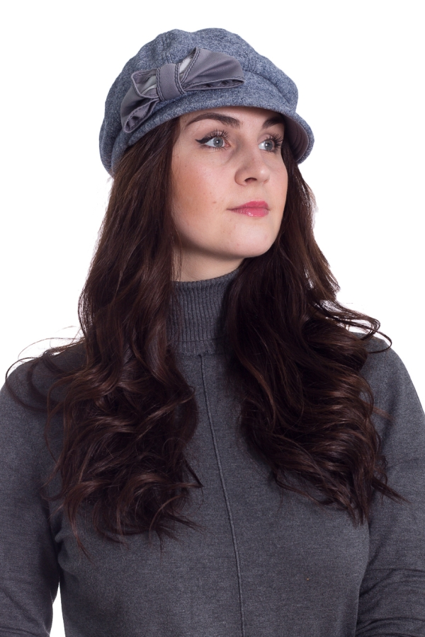КепкаКепки<br>Красивая кепка на подкладе защитит Вас от непогоды и станет прекрасным дополнением Вашего образа.  В изделии использованы цвета: серо-голубой  Размер universal (56-58) равен обхвату головы в сантиметрах  Обхват головы измеряется по лобной части над уровнем бровей (на 2-3 сантиметра выше) и по самой выпуклой затылочной части.<br><br>По сезону: Осень,Весна<br>Размер : universal<br>Материал: Пальтовая ткань<br>Количество в наличии: 1
