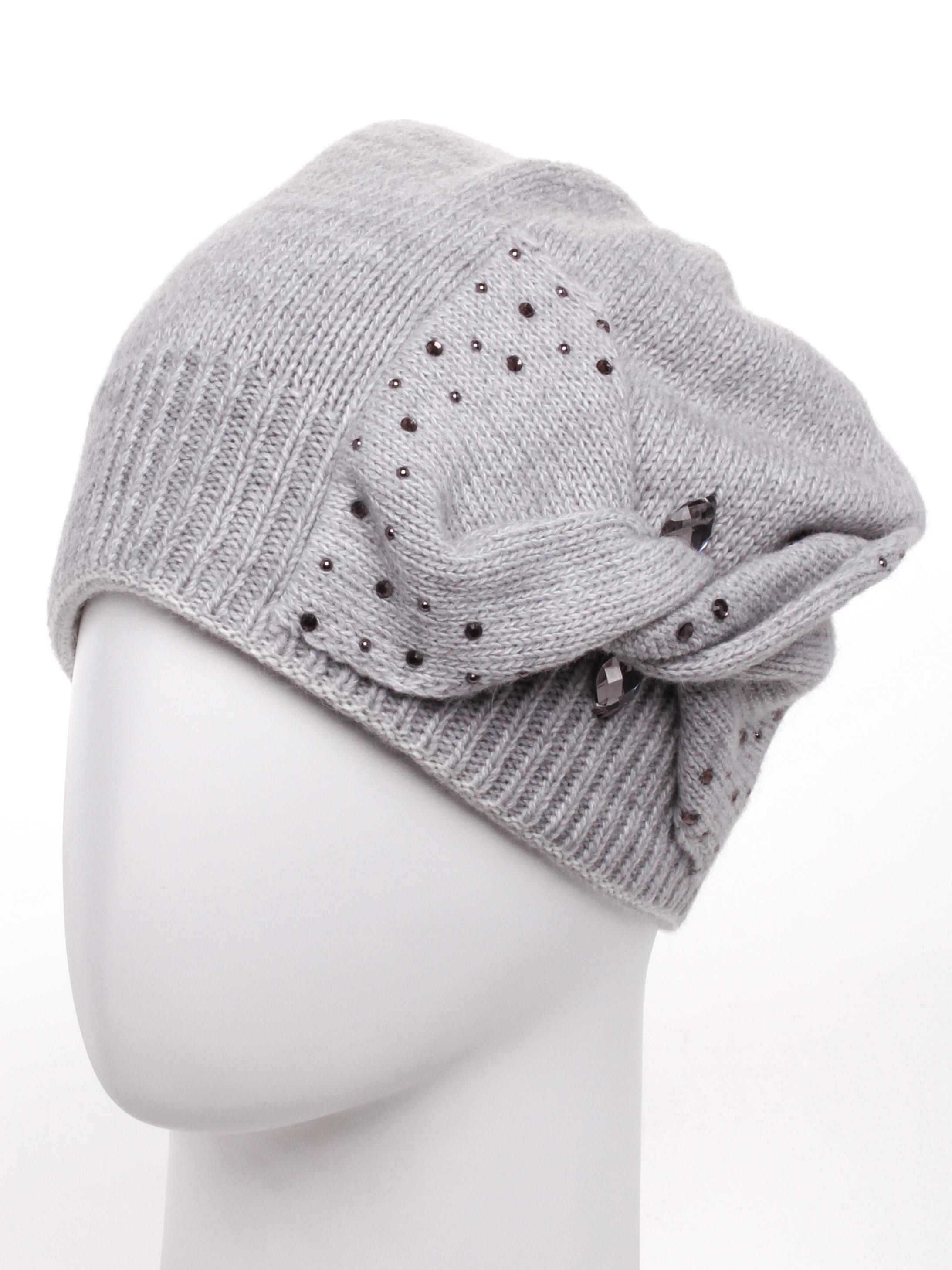 ШапкаШапки<br>Стильная шапка защитит Вас от непогоды и станет прекрасным дополнением Вашего образа.  В изделии использованы цвета: серый<br><br>По материалу: Вязаные<br>По рисунку: Однотонные<br>По элементам: С декором<br>По сезону: Зима<br>Размер : universal<br>Материал: Вязаное полотно<br>Количество в наличии: 1