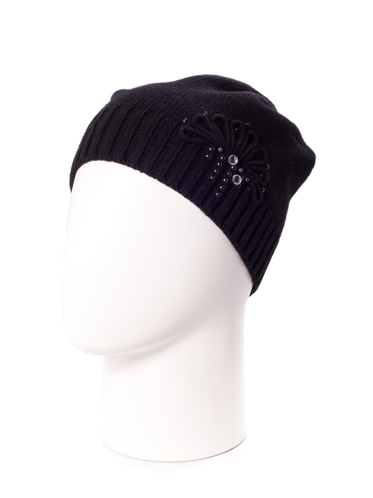 ШапкаШапки<br>Вязаная шапка подарит Вам тепло и комфорт.  Стильный аксессуар подчеркнет Вашу женственность и станет прекрасным дополнением Вашего образа.  Цвет: черный<br><br>По материалу: Вязаные,Трикотаж<br>По рисунку: Однотонные<br>По элементам: С декором<br>По сезону: Осень,Весна<br>Размер : universal<br>Материал: Вязаное полотно<br>Количество в наличии: 1