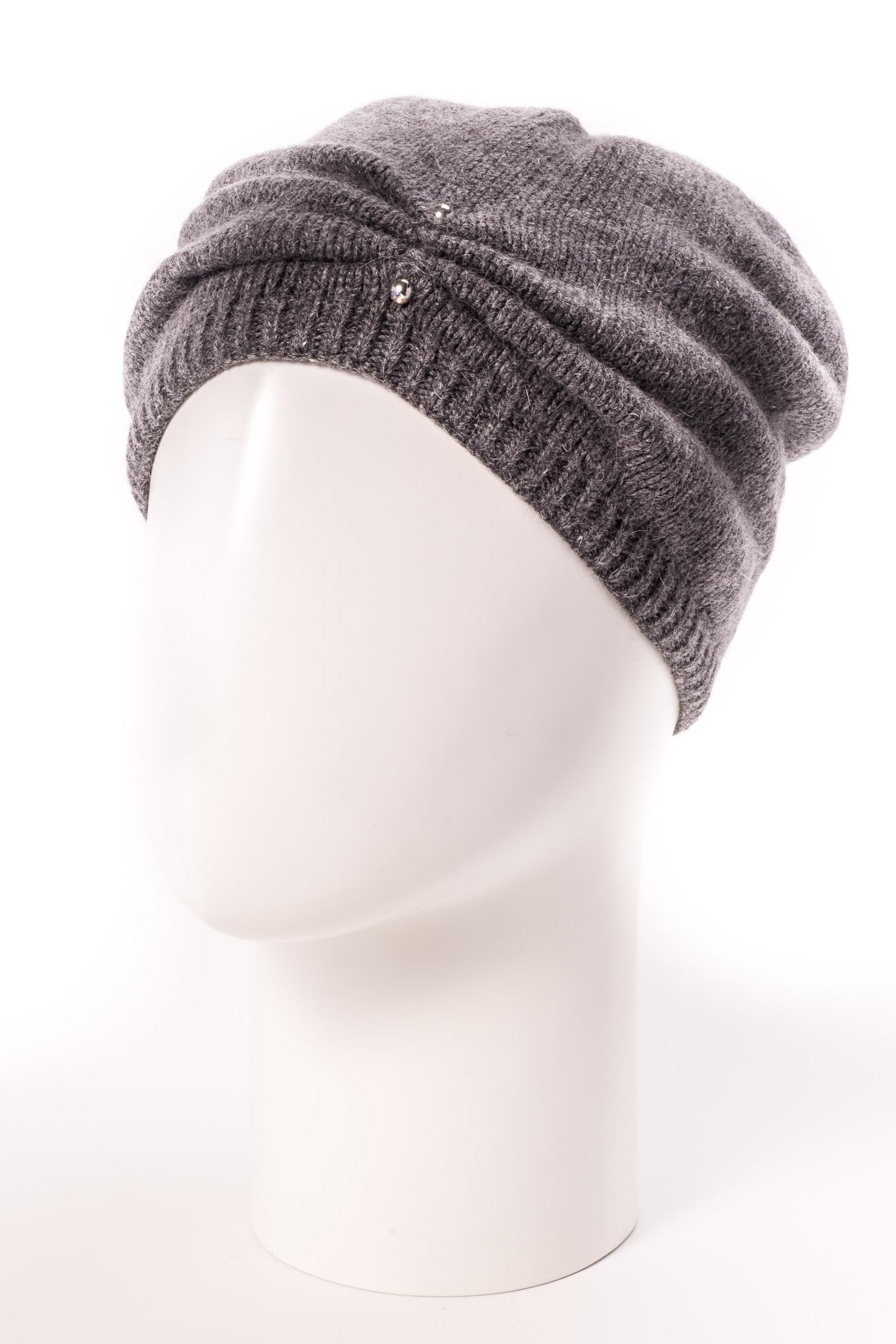 ШапкаКрасивая шапка подарит Вам тепло и комфорт.  Стильный аксессуар защитит Вас от непогоды и станет прекрасным дополнением Вашего образа.  Цвет: серый<br><br>По материалу: Вязаные,Трикотаж<br>По рисунку: Однотонные<br>По элементам: С декором<br>По сезону: Зима<br>Размер : universal<br>Материал: Вязаное полотно<br>Количество в наличии: 1