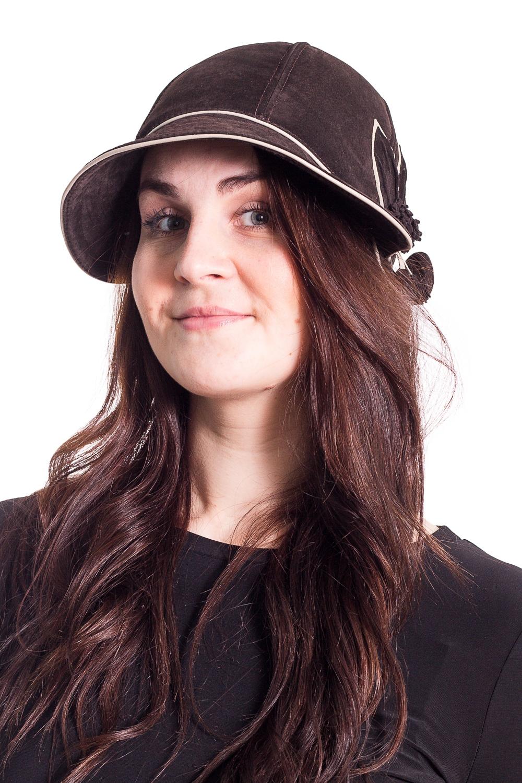 ШляпаШляпы<br>Чудесная шляпа на подкладе из синтепона защитит Вас от непогоды и станет прекрасным дополнением Вашего образа.  В изделии использованы цвета: коричневый, белый  Размер universal (56-58) равен обхвату головы в сантиметрах  Обхват головы измеряется по лобной части над уровнем бровей (на 2-3 сантиметра выше) и по самой выпуклой затылочной части.<br><br>По сезону: Осень,Весна<br>Размер : universal<br>Материал: Натуральная кожа<br>Количество в наличии: 1