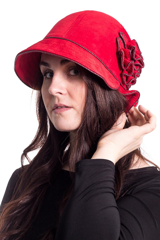 ШляпаШляпы<br>Чудесная шляпа на подкладе из синтепона защитит Вас от непогоды и станет прекрасным дополнением Вашего образа.  В изделии использованы цвета: красный  Размер universal (56-58) равен обхвату головы в сантиметрах  Обхват головы измеряется по лобной части над уровнем бровей (на 2-3 сантиметра выше) и по самой выпуклой затылочной части.<br><br>По сезону: Осень,Весна<br>Размер : universal<br>Материал: Натуральная кожа<br>Количество в наличии: 1
