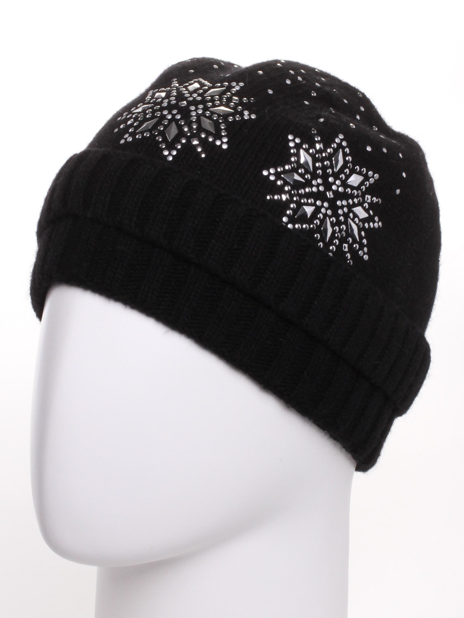 ШапкаШапки<br>Красивая шапка подарит Вам тепло и комфорт.  Стильный аксессуар защитит Вас от непогоды и станет прекрасным дополнением Вашего образа.  В изделии использованы цвета: черный<br><br>По материалу: Вязаные<br>По рисунку: Однотонные<br>По элементам: С декором<br>По сезону: Зима<br>Размер : universal<br>Материал: Вязаное полотно<br>Количество в наличии: 1