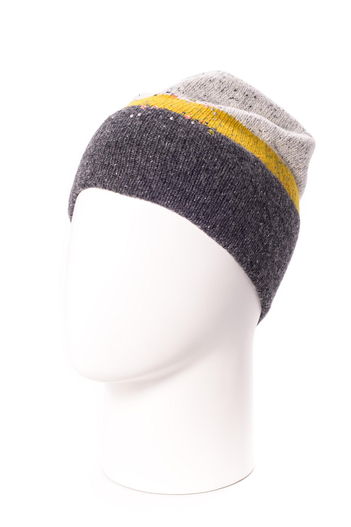 ШапкаШапки<br>Цветная шапка подарит Вам тепло и комфорт.  Стильный аксессуар защитит Вас от непогоды и станет прекрасным дополнением Вашего образа.  В изделии использованы цвета: серый, желтый, молочный<br><br>По материалу: Вязаные,Трикотаж<br>По рисунку: Цветные<br>По сезону: Осень,Весна<br>Размер : universal<br>Материал: Вязаное полотно<br>Количество в наличии: 1