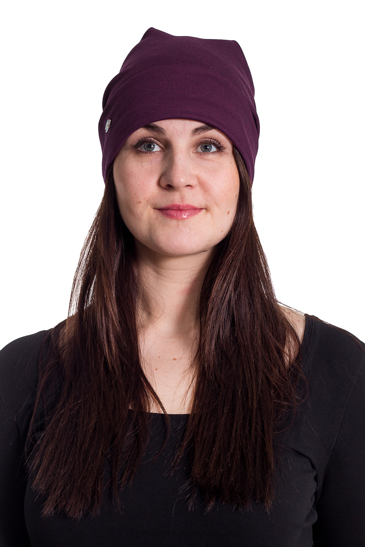 ШапкаШапки<br>Трикотажная шапочка с отворотом защитит Вас от непогоды и станет прекрасным дополнением Вашего образа.  В изделии использованы цвета: фиолетово-бордовый  Размер universal (56-58) равен обхвату головы в сантиметрах  Обхват головы измеряется по лобной части над уровнем бровей (на 2-3 сантиметра выше) и по самой выпуклой затылочной части.<br><br>По материалу: Трикотаж,Шерсть<br>По рисунку: Однотонные<br>По элементам: С декором<br>По сезону: Осень,Весна<br>Размер : universal<br>Материал: Трикотаж<br>Количество в наличии: 2