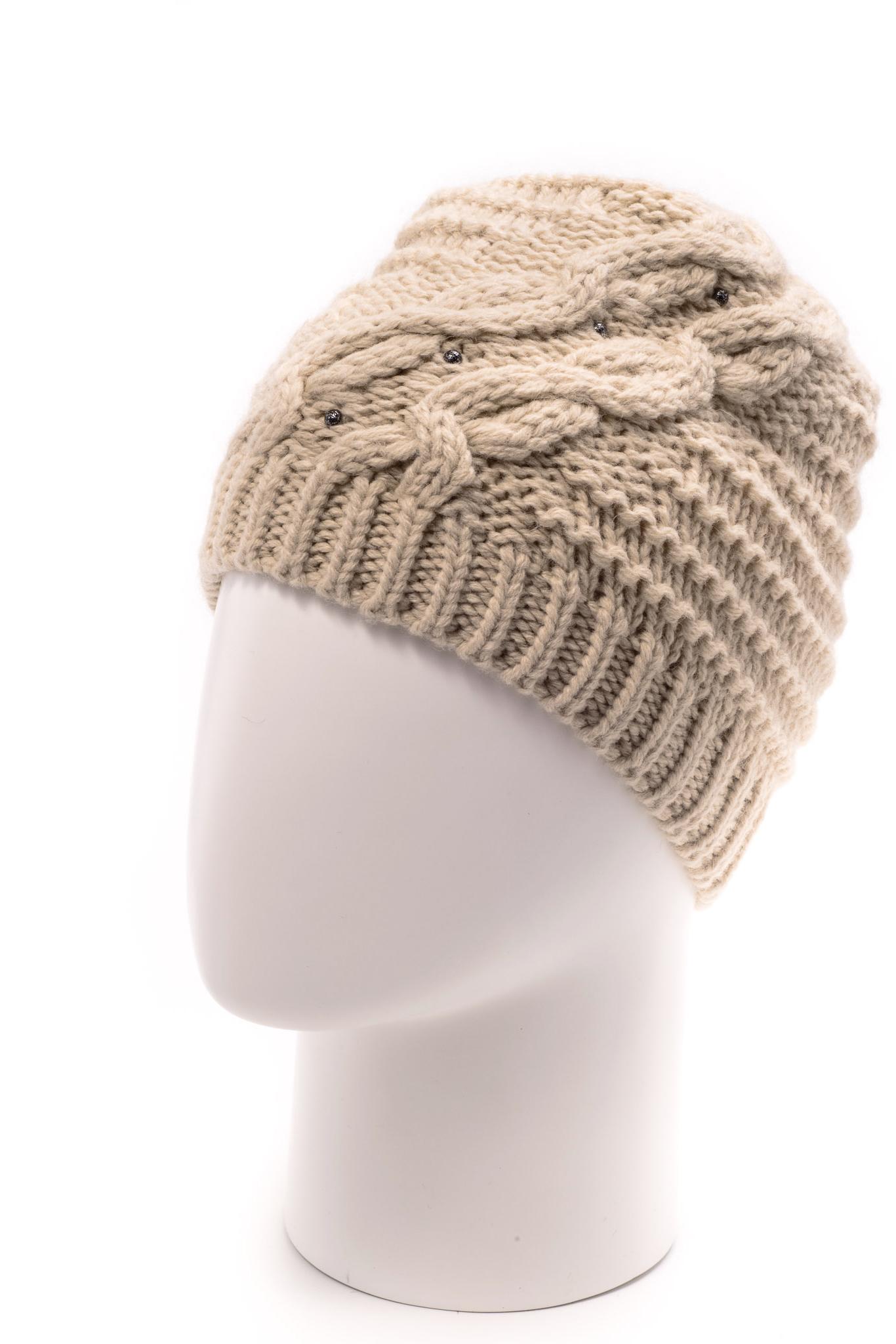ШапкаШапки<br>Красивая шапка подарит Вам тепло и комфорт.  Стильный аксессуар защитит Вас от непогоды и станет прекрасным дополнением Вашего образа.  Цвет: бежевый<br><br>По материалу: Вязаные<br>По рисунку: Однотонные<br>По элементам: С декором<br>По сезону: Зима<br>Размер : universal<br>Материал: Вязаное полотно<br>Количество в наличии: 1