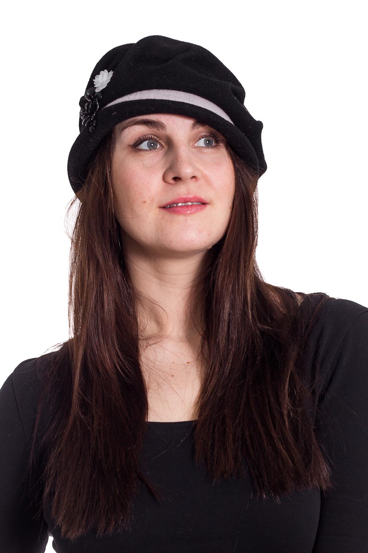 ШляпаШляпы<br>Шляпа на основе берета защитит Вас от непогоды и станет прекрасным дополнением Вашего образа.  В изделии использованы цвета: черный и др.  Размер universal (56-58) равен обхвату головы в сантиметрах  Обхват головы измеряется по лобной части над уровнем бровей (на 2-3 сантиметра выше) и по самой выпуклой затылочной части.<br><br>По сезону: Осень,Весна<br>Размер : universal<br>Материал: Вязаное полотно<br>Количество в наличии: 2