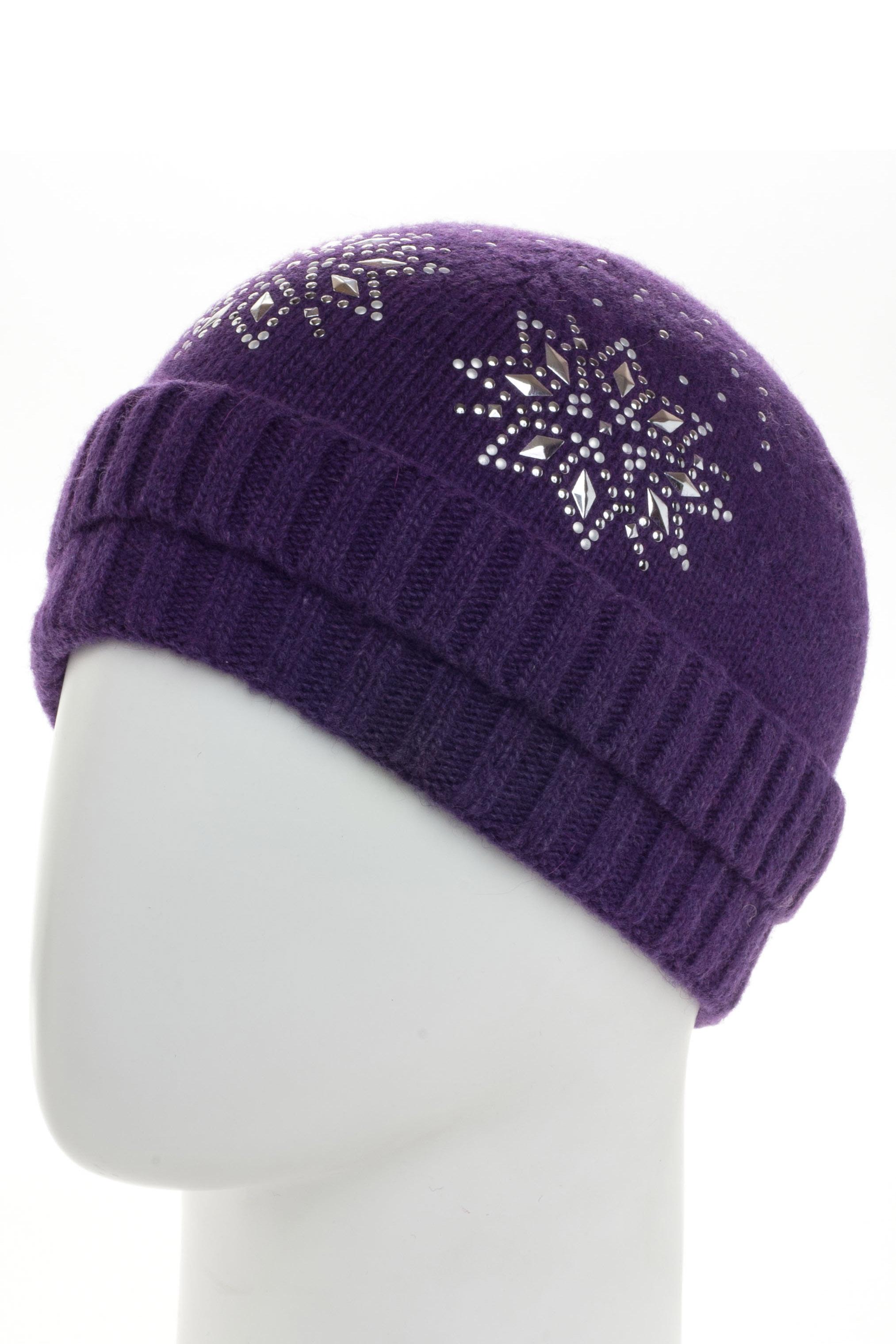 ШапкаШапки<br>Вязаная шапка подарит Вам тепло и комфорт, а так же подчеркнет Вашу женственность и станет прекрасным дополнением Вашего образа.  В изделии использованы цвета: фиолетовый<br><br>По материалу: Вязаные<br>По рисунку: Однотонные<br>По элементам: С декором<br>По сезону: Зима<br>Размер : universal<br>Материал: Вязаное полотно<br>Количество в наличии: 1