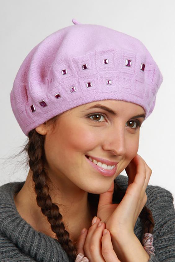БеретБереты<br>Женский берет с декоративной фурнитурой.  Шерстяной беретик подарит Вам тепло и комфорт.  Стильный берет подчеркнет Вашу женственность и станет прекрасным дополнением Вашего образа.  Головной убор стандартного размера 56-58 см.  Цвет: розовый<br><br>По сезону: Осень,Весна<br>Размер : universal<br>Материал: Шерсть<br>Количество в наличии: 1