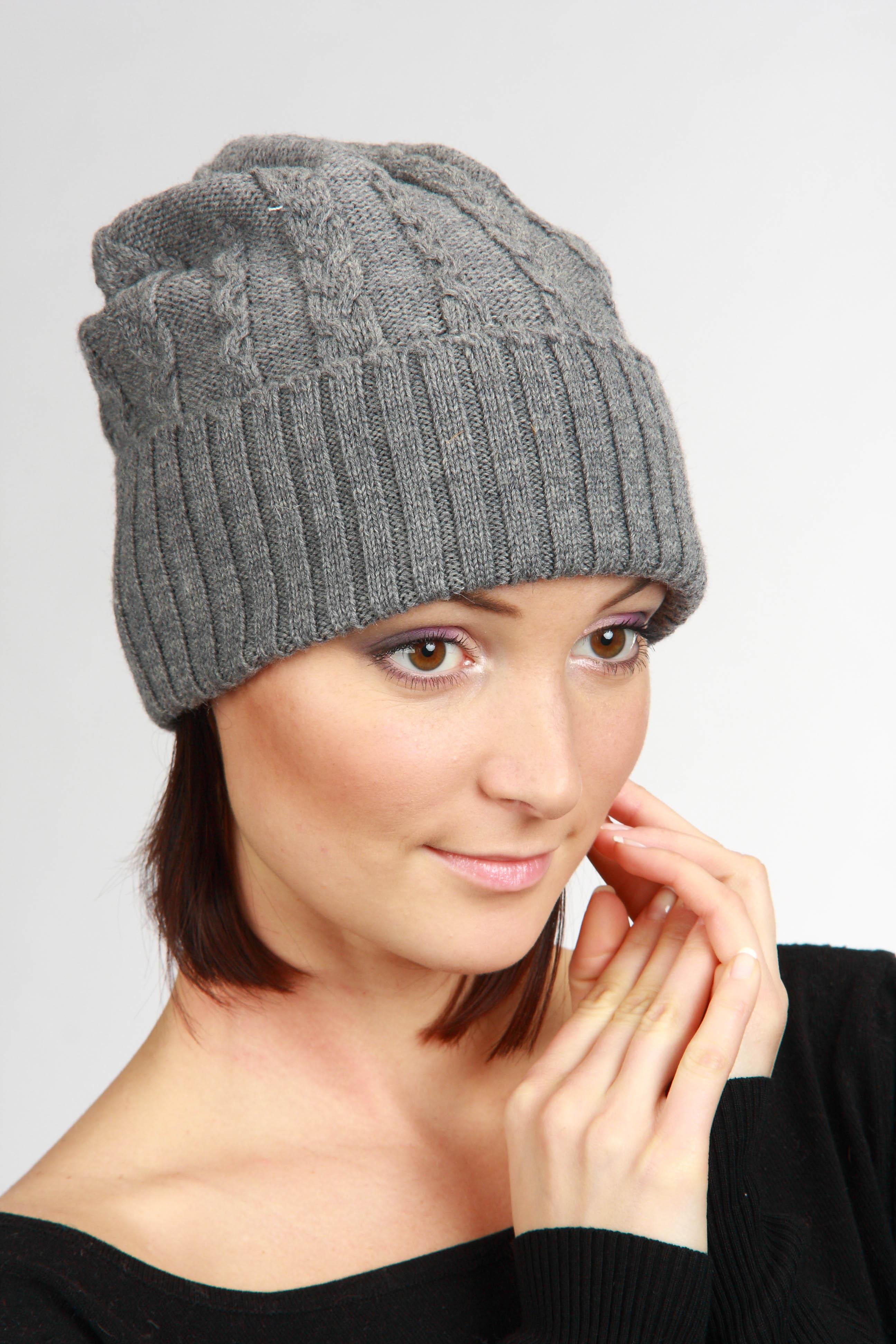 ШапкаШапки<br>Шапка цельновязаная, декориврована ажурной вязкой. Сезон: осень/весна Головной убор стандартного размера 56-58 см.  Шерстяная шапка подарит Вам тепло и комфорт.  Стильная шапка подчеркнет Вашу женственность и станет прекрасным дополнением Вашего образа.  Цвет: серый<br><br>По материалу: Вязаные,Шерсть,Трикотаж<br>По рисунку: Однотонные<br>По сезону: Весна,Осень<br>Размер : universal<br>Материал: Шерсть<br>Количество в наличии: 1