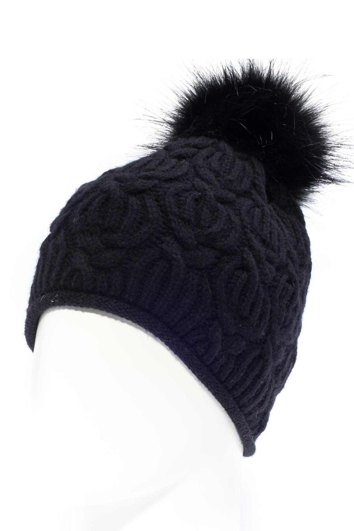 ШапкаШапки<br>Молодежная шапка на флисовом подкладе подарит Вам тепло и комфорт.  Стильный аксессуар подчеркнет Вашу женственность и станет прекрасным дополнением Вашего образа.  Цвет: черный<br><br>По материалу: Вязаные,Трикотаж<br>По рисунку: Однотонные<br>По элементам: С помпоном<br>По сезону: Зима<br>Размер : universal<br>Материал: Вязаное полотно<br>Количество в наличии: 1