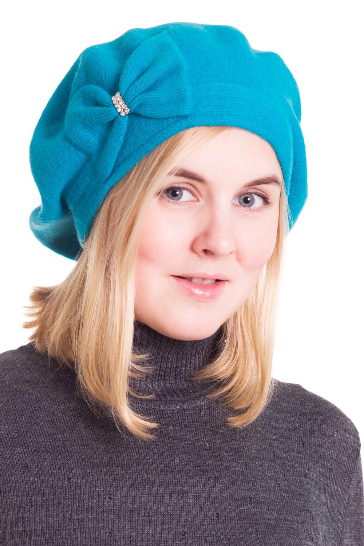 БеретБереты<br>Шерстяной беретик подарит Вам тепло и комфорт, а так же подчеркнет Вашу женственность и станет прекрасным дополнением Вашего образа.  Головной убор стандартного размера 56-58 см.  Цвет: голубой<br><br>По сезону: Осень,Весна<br>Размер : universal<br>Материал: Шерсть<br>Количество в наличии: 1