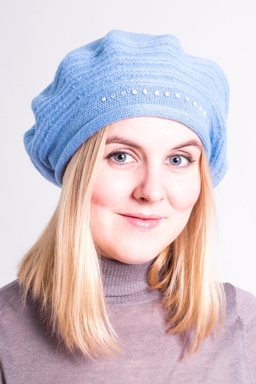 БеретБереты<br>Берет женский однотонный с металлофурнитурой  Шерстяной беретик подарит Вам тепло и комфорт.  Стильный берет подчеркнет Вашу женственность и станет прекрасным дополнением Вашего образа.  Цвет: голубой<br><br>По сезону: Зима<br>Размер : universal<br>Материал: Шерсть<br>Количество в наличии: 2