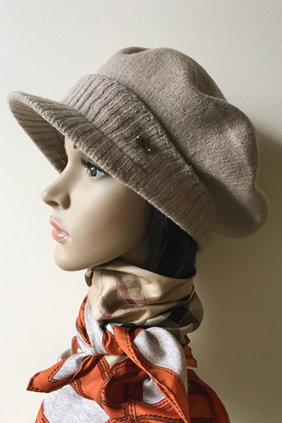КепкаКепки<br>Красивая кепка защитит Вас от непогоды и станет прекрасным дополнением Вашего образа.  Цвет: бежевый<br><br>По сезону: Зима<br>Размер : universal<br>Материал: Шерсть<br>Количество в наличии: 1