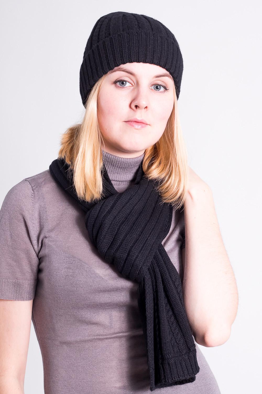 КомплектКомплекты<br>Комплект: шапка, шарф. Шапка цельновязаная, резинка 3*2, с фактурным переплетением, с отворотом. Шарф 18*180, резинка 3*2, с фактурным переплетением. Сезон: осень/зима Состав: 100% шерсть  Головной убор стандартного размера 56-58 см.  Цвет: черный<br><br>По сезону: Зима<br>Размер : universal<br>Материал: Шерсть<br>Количество в наличии: 2