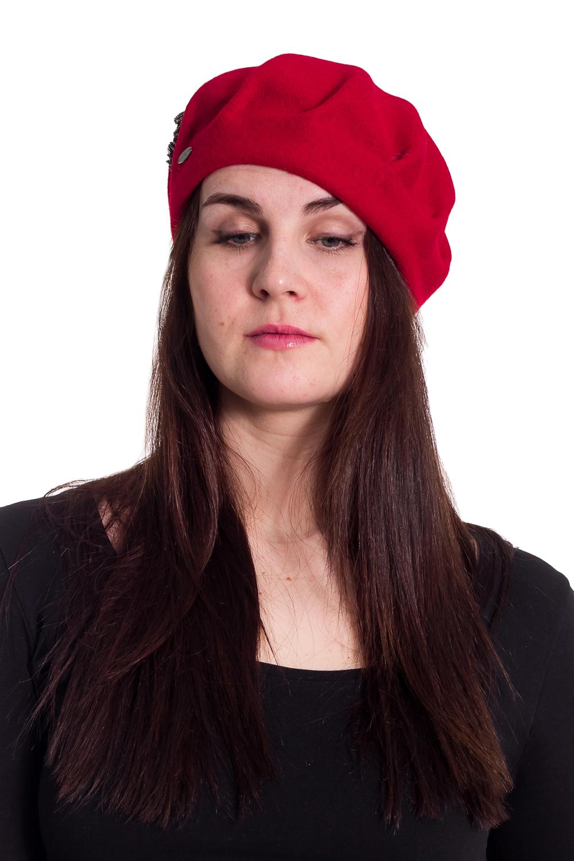 БеретБереты<br>Берет с защипами и тесьмой с жемчужинками защитит Вас от непогоды и станет прекрасным дополнением Вашего образа.  В изделии использованы цвета: красный  Размер universal (56-58) равен обхвату головы в сантиметрах  Обхват головы измеряется по лобной части над уровнем бровей (на 2-3 сантиметра выше) и по самой выпуклой затылочной части.<br><br>По сезону: Осень,Весна<br>Размер : universal<br>Материал: Вязаное полотно<br>Количество в наличии: 2