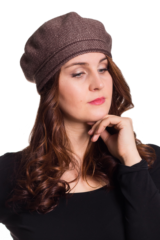 БеретБереты<br>Берет шерстяной, цельновязаный. Сезон: осень/весна Цвет: коричневый  Шерстяной беретик подарит Вам тепло и комфорт.  Стильный берет подчеркнет Вашу женственность и станет прекрасным дополнением Вашего образа.<br><br>По сезону: Осень,Весна<br>Размер : universal<br>Материал: Шерсть<br>Количество в наличии: 1