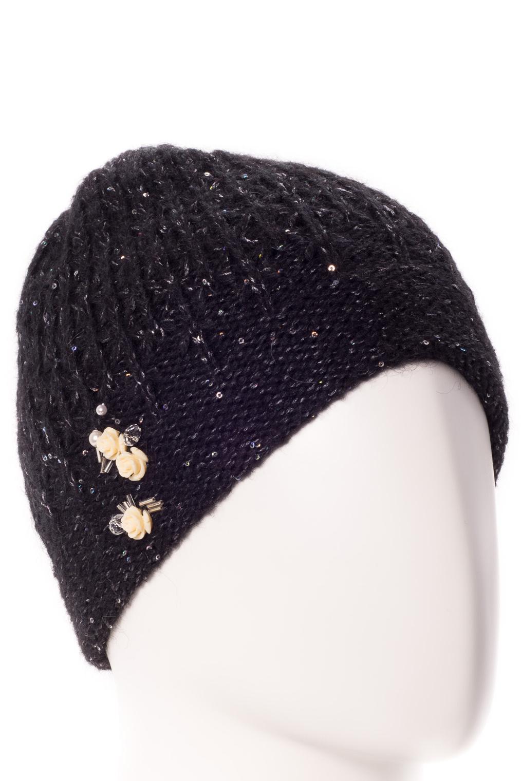 ШапкаШапки<br>Стильная шапка защитит Вас от непогоды и станет прекрасным дополнением Вашего образа.  В изделии использованы цвета: черный<br><br>По материалу: Вязаные,Трикотаж<br>По рисунку: Однотонные<br>По элементам: С декором<br>По сезону: Зима<br>Размер : universal<br>Материал: Вязаное полотно<br>Количество в наличии: 1