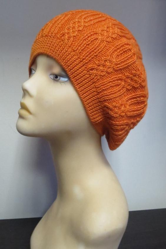 БеретБереты<br>Берет трикотажный, с рельефным переплетением. Сезон: осень/весна  Цвет: оранжевый.  Шерстяной беретик подарит Вам тепло и комфорт.  Стильный берет подчеркнет Вашу женственность и станет прекрасным дополнением Вашего образа.<br><br>По сезону: Осень,Весна<br>Размер : universal<br>Материал: Вязаное полотно<br>Количество в наличии: 2