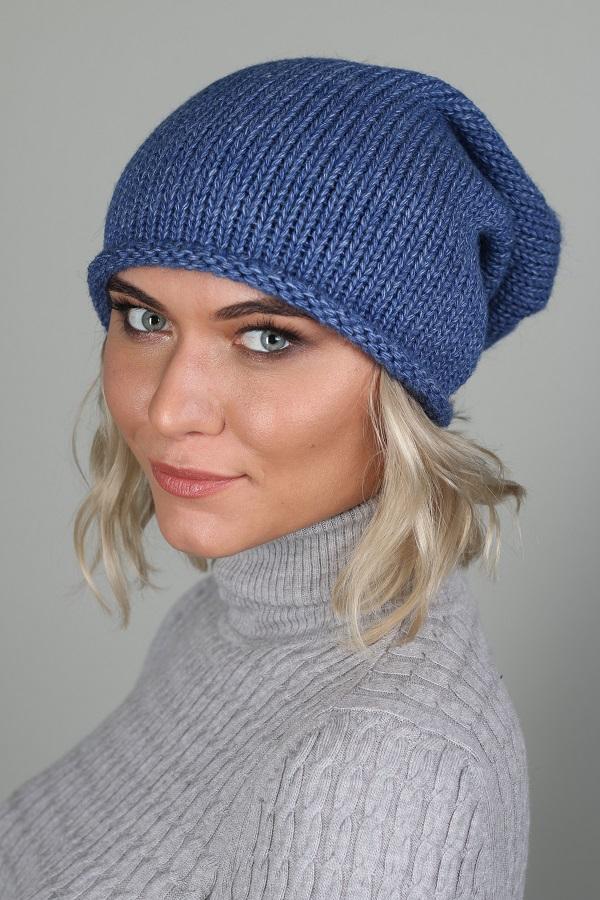 ШапкаШапки<br>Вязаная шапка подарит Вам тепло и комфорт, а так же подчеркнет Вашу женственность и станет прекрасным дополнением Вашего образа.  Головной убор стандартного размера 56-58 см.  Цвет: синий<br><br>По материалу: Вязаные<br>По рисунку: Однотонные<br>По сезону: Весна,Осень<br>Размер : universal<br>Материал: Вязаное полотно<br>Количество в наличии: 1